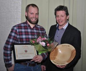 Årest Lag 2015 vart Vestfold Landbrukstjenester, her representert med styreleiar Jon Herman Wold-Hansen og dagleg leiar Runar Wold